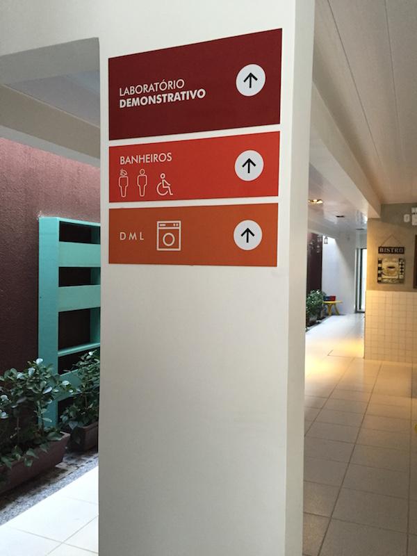Sinalizações em corredores